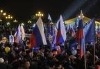 Фоторепортаж: «Участникам путинского митинга на Манежной платили пятитысячными купюрами »