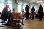 Фоторепортаж: «Наблюдатели схватили избирателя, который пытался вбросить бюллетени»