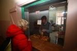 Фоторепортаж: «После обработки 98% бюллетеней у Путина оказалось почти 64%»