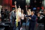 Фоторепортаж: «Пресс-секретарь Путина назвал девушек из Femen, который оголили груди на участке для голосования, дурочками»