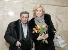 Борис Смолкин раздавал тюльпаны в метро: Фоторепортаж