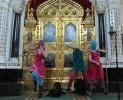 Девушки из Pussy Riot, устроившие концерт в Храме Христа Спасителя, задержаны: Фоторепортаж