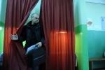 Фоторепортаж: «В Петербурге наблюдателя обвинили в подделке документов и увезли в полицейский участок»