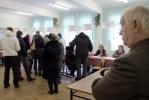 В Петербурге журналисты довели председателя избирательного участка до обморока: Фоторепортаж