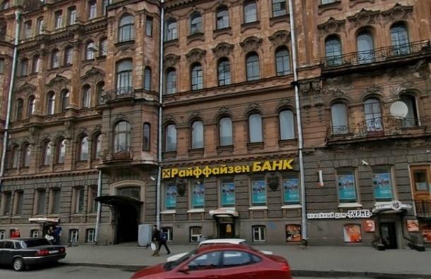На Кирочной заминировали банк