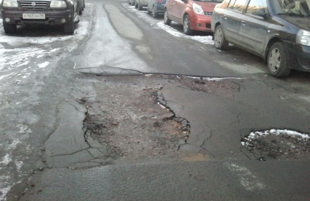 Петербургские дороги после зимы выглядят, как после авианалета