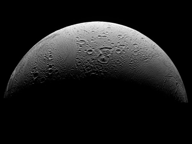 800px-PIA08409_North_Polar_Region_of_Enceladus.jpg