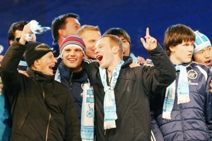 Аршавин заявил, что поцелуй с Адвокаатом был импровизацией: Фото
