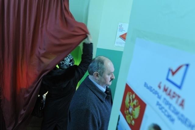 В Петербурге на выборах избили полицейского: Фото