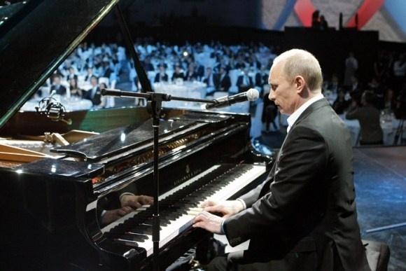 Путин попросил оставить в покое его семью: Фото