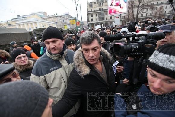 Немцову отключили сайт и мобильник: Фото
