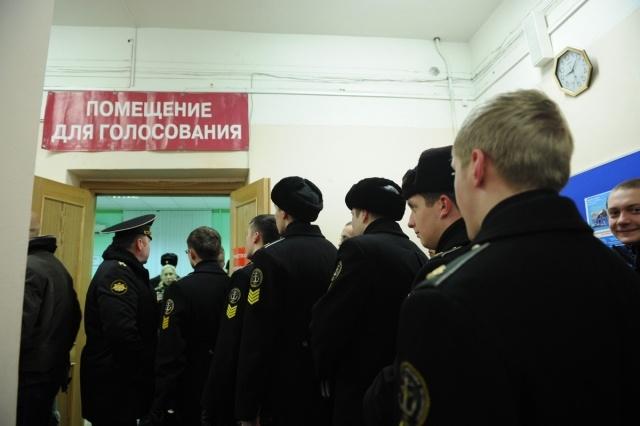 В Петербурге журналисты довели председателя избирательного участка до обморока: Фото