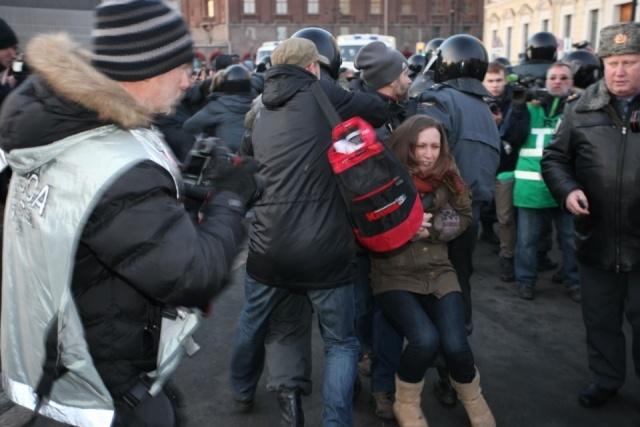 На Исаакиевскую площадь пришло всего 500 человек: Фото