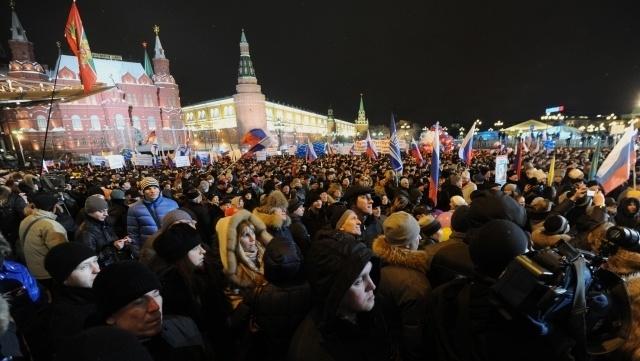 Участникам путинского митинга на Манежной платили пятитысячными купюрами : Фото