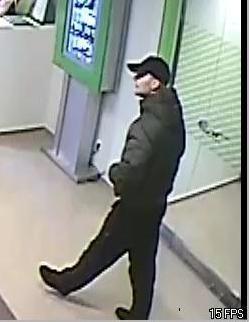 Петербургские следователи опубликовали фото бандита, грабящего пенсионеров: Фото