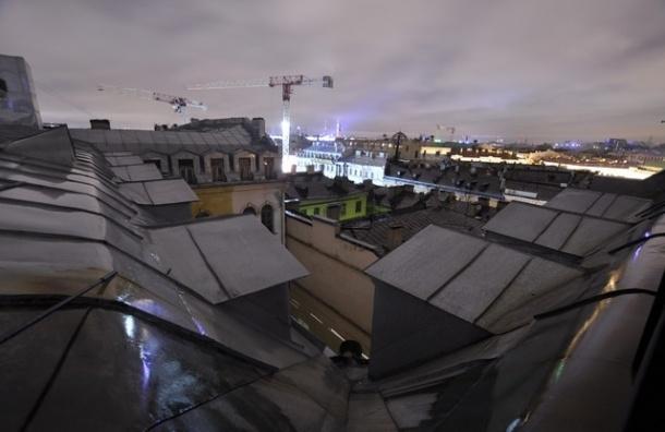 Крыши в Петербурге толком не ремонтируют, и никто это не проверяет