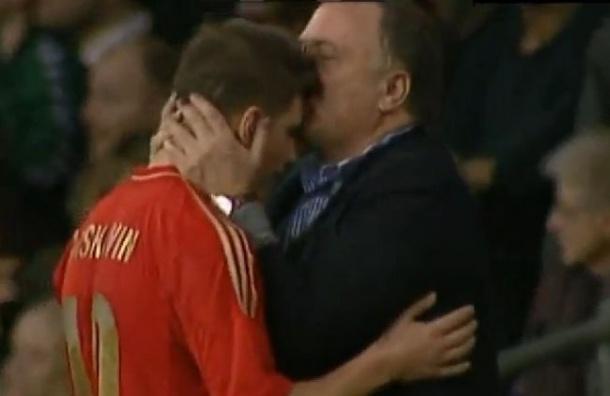 Аршавин заявил, что поцелуй с Адвокаатом был импровизацией