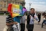 Неизвестные напали на выставку ЛГБТ-художников в Петербурге