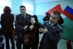 В Петербурге наблюдателя обвинили в подделке документов и увезли в полицейский участок