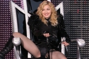 Новый клип Мадонны запретили смотреть несовершеннолетним из-за гей-сцен