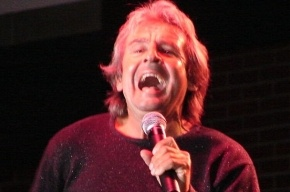 Перед смертью вокалист The Monkees задыхался