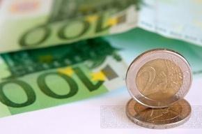 Курс евро обвалился по отношению к рублю более чем на 40 копеек