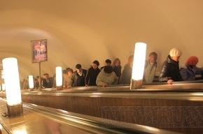 В Петербурге сноубордисты чуть не сломали эскалатор в метро