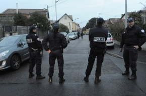 Мощный взрыв прогремел у дома в Тулузе, в котором спрятался убийца детей