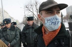На митинг против произвола полиции в Казани принесли надувные бутылки шампанского