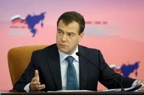 Медведев решил бороться с коррупцией, контролируя расходы чиновников