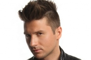 Музыкальные журналисты заявили, что певец Сергей Лазарев - гей