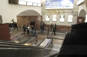 Фотографировать в петербургском метро запрещено де-юре, но разрешено де-факто
