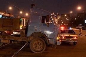 Два человека пострадали при столкновении легковушки и бензовоза на КАД