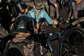 Велопробег на Марсовом поле разогнала полиция