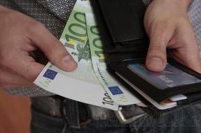 Евро и доллар стремительно дешевеют из-за роста цен на нефть