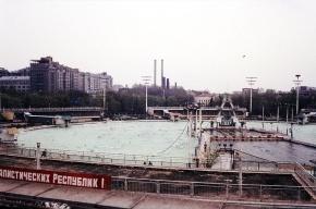 Геи требуют вернуть бассейн «Москва» на место храма Христа Спасителя