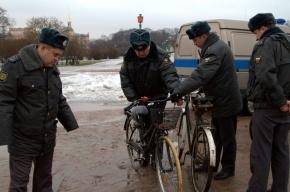 Велосипедист, задержанный на оппозиционной акции в Петербурге, сломал руку полицейскому?