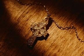 Великобритания запретила христианам носить крестик на работе