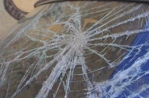 В Выборгском районе автомобиль протаранил несколько машин на парковке