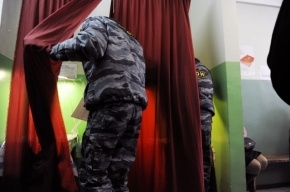Доверенное лицо Михаила Прохорова в Петербурге доставили в полицию