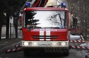 Из-за пожара на Ленинском проспекте эвакуировали 25 человек