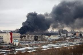 Дымом от пожара заволокло весь район Старой Деревни в Петербурге