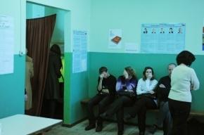 На избирательном участке в Петербурге журналистку ударили головой о стену