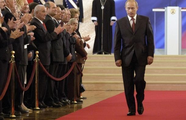 Владимир Путин скушает порцию копченого языка в глазури в честь своей инаугурации