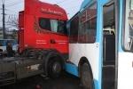 Фоторепортаж: «Грузовик против троллейбуса»
