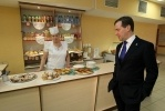 Фоторепортаж: «Дмитрий Медведев в петербургском лицее, 19 апреля 2012»