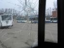 Хулиганы разбили стекла в троллейбусе: Фоторепортаж
