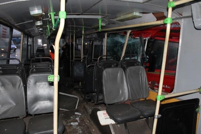 Грузовик против троллейбуса: Фото