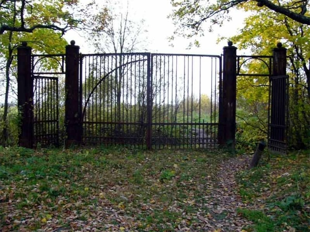 Старокрасносельские_ворота.jpg