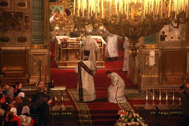 Православные христиане сегодня отмечают Светлое Христово Воскресение: Фото